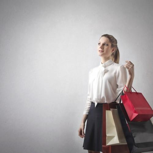 photodune-6366757-girl-shopping-m