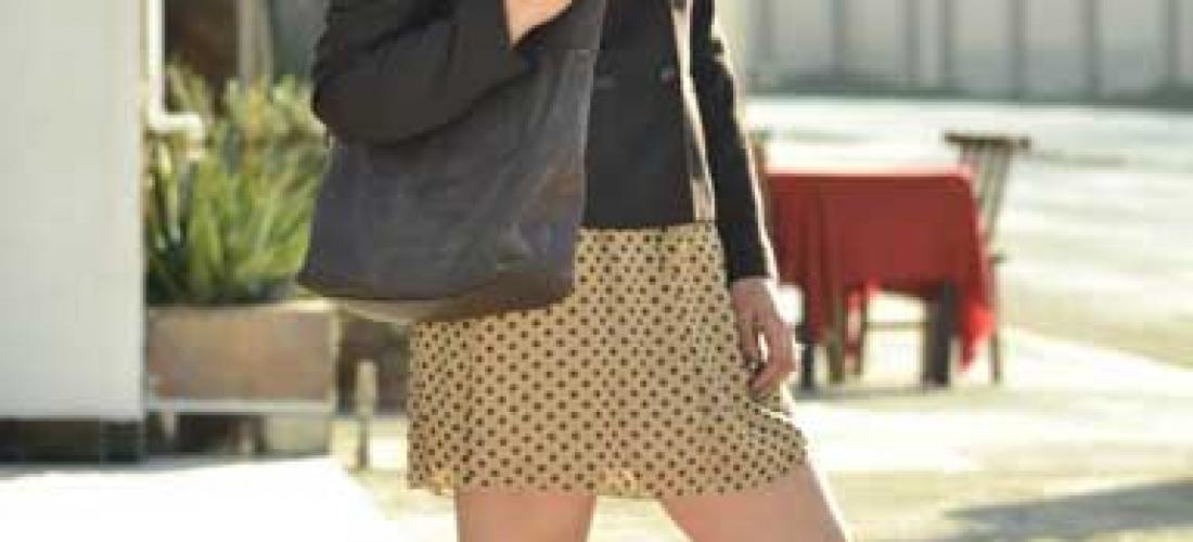 Outfit 2. Blazer café y zapatillas café